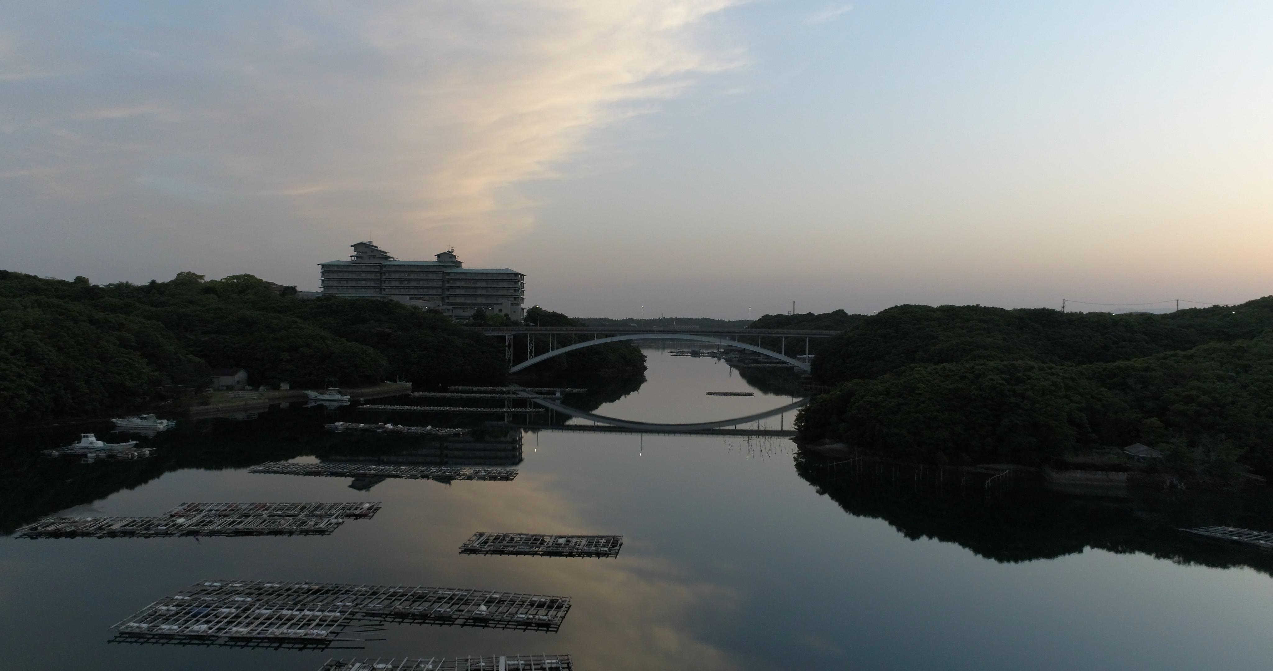 賢島大橋の夕景ポイント(鏡面反射)